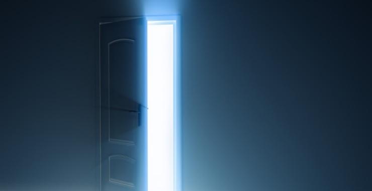 A veces se cierra una puerta y se abre el universo entero for Puerta que se abre sola