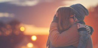 El abrazo, fusión de identidades